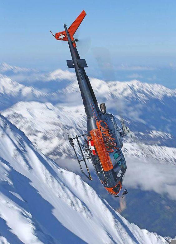雪山のヘリコプター