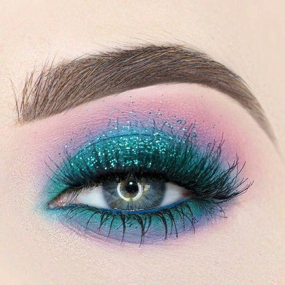 Mermaid Eye @beautybypaisley : bright sea green + turqoiuse glitter blended into purple + pink | #makeup