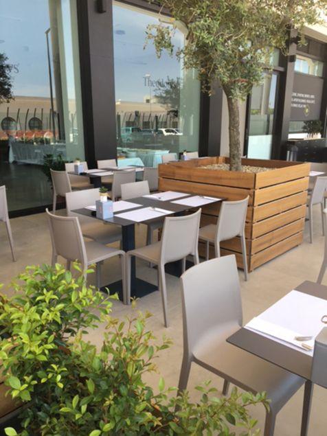 Slegde Mobilier De Restauration Chaise De Terrasse Nassau Sledge Avec Images Mobilier Design Mobilier Decoration Maison