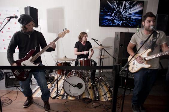 La banda en vivo en NYC!  http://www.facebook.com/notasonotra