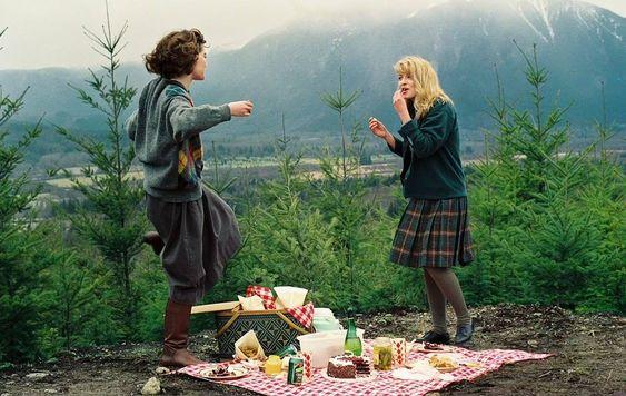 Lara Flynn Boyle and Sheryl Lee on the set of Twin Peaks