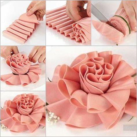 Come fare bella figura in un buffet? Un po' di manualità, ed ecco una rosa di prosciutto ^_^