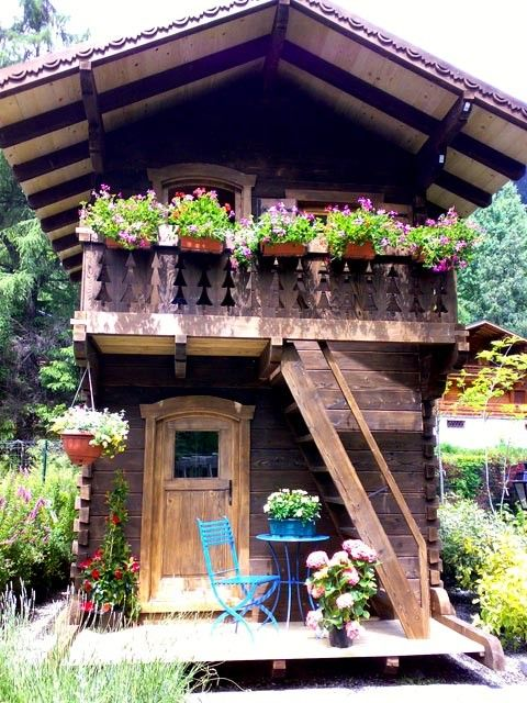 Chalets cabane and maison on pinterest for Cabane de jardin suisse