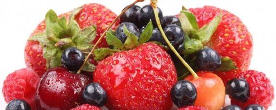 Frutas Vermelhas - Super Alimentos para sua Saúde Por quê consumir frutas vermelhas? As frutas vermelhas são as pequenas notáveis da natureza: cuidam dos cabelos, emagrecem, rejuvenescem, previnem doenças e ainda por cima são deliciosas! São excelentes antioxidantes (previnem o envelhecimento precoce), e são rica... - http://www.esteiraergometrica.com.br/ecoblog/2017/02/01/frutas-vermelhas/