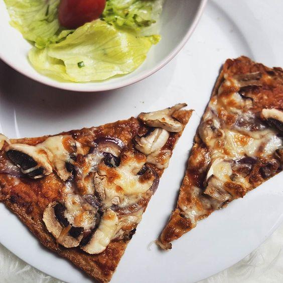 Heute hab ich mit meiner lieben @mad_len_chen mal die #lowcarb Pizza ausgetestet  sie schmeckt grandios!! by liyahgoeshollywood.de