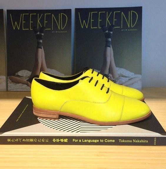 Chaussures jaunes plates : le meilleur moyen pour réhausser cette couleur !