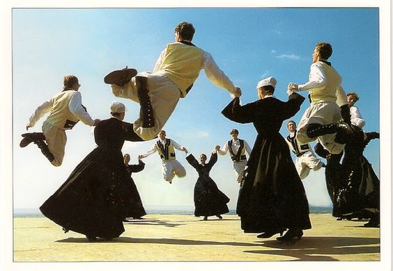 Dance from the Island of Groix, in the Lorient region (en fait, pays Pourlet)