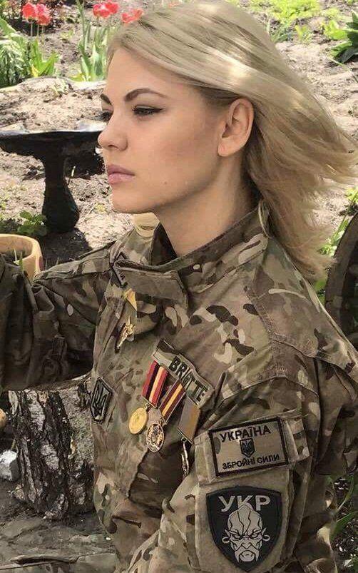 Krasota Ukrainskoj Devushki Bojca Vsu Voshitila Socseti Airsoftgirls Frauen In Der Armee Frau Girls