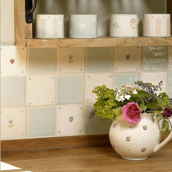 Love these hand painted tiles and #ceramics from Susie Watson Designs, they remind me of #spring #florals #CountryCharm