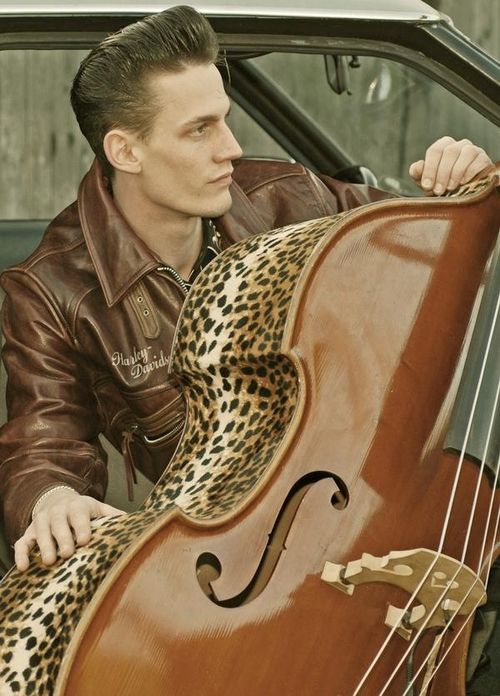 Rockabilly guy with a Leopard bass, why can't there be any guys like this in my city ♥