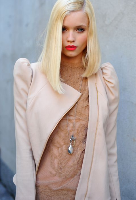 ✕ Fantastic outfit, hair, lipstick, everything! (via frankly esoteric) / #pink #style