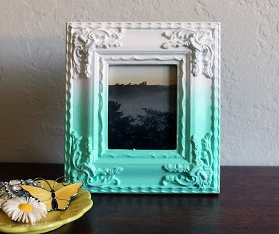 Ombre photo frame how-to. via vitaminihandmade
