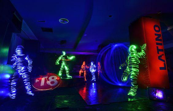 """""""El bosque animado""""  ¡Si eres un lightman y buscas pareja ven a la discoteca El Bosque, te invitamos a un coktel de luz! -NO APTO MENORES DE 18 AÑOS-  Maglite 3D y Led Lenser P7.2 combinmadas para iluminar letreros y suelos. Fingers luminosos de http://www.articulosfotograficos.com/ para dibujar lightmans. F/8 1730.6s ISO 200 Temp 4760K P.C.-Vívido. Fotografía realizada con Lella Montemagi y Patricia Vilar."""