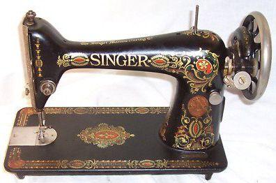 Vintage 1919 Singer Sewing Machine    <3
