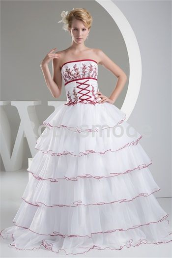 Robe de mariée princesse à volants décorée de broderies en satin et organza € 303.99