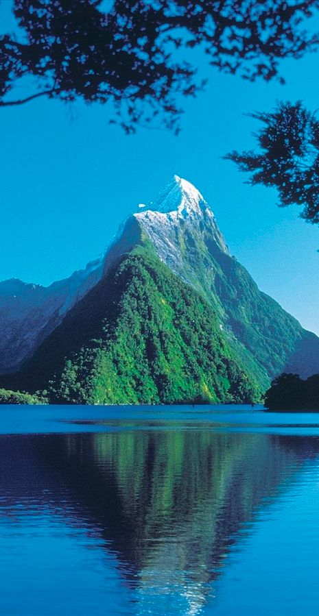 Milford Sound at Fiordland National Park on New Zealand's South Island.