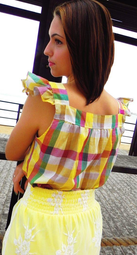 Costas Blusa Acácia R$35,00 + Saia Amarelinha R$50,00 www.pequenasdivas.com.br