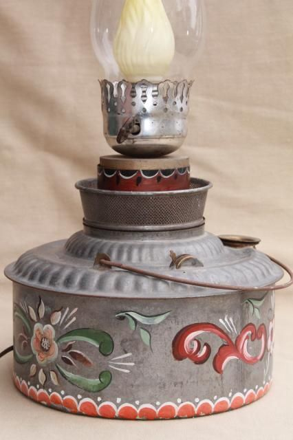 Résultats Google Recherche d'images correspondant à http://laurelleaffarm.com/item-photos/vintage-hand-painted-rosemaling-tole-tin-oil-lamp-primitive-antique-kerosene-can-light-Laurel-Leaf-Farm-item-no-z121858-2.jpg