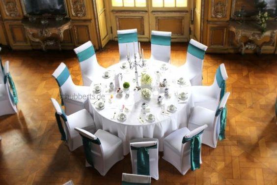 Hochzeitsdeko mit Banketttischen runde Tische Kerzenleuchter ...