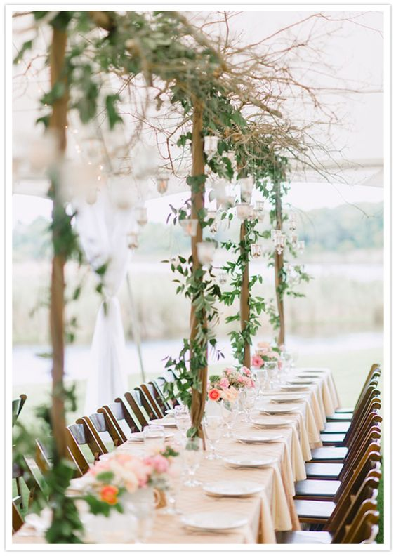 Ivy trellis table decor les tables pinterest for Decorating a trellis for a wedding
