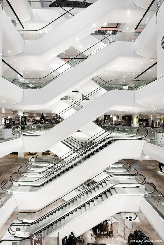 Gerngross City Center, Escalators.