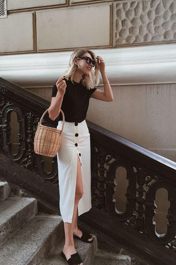 Blanco y negro falda midi con botones un outfit que siempre funciona imprescindibles en nuestros fondos de armarios.