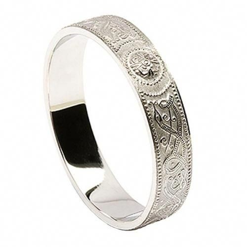 18 The Most Popular Matching Wedding Bands Matching Wedding Bands Diamond Wedding Bands Matching Wedding Rings