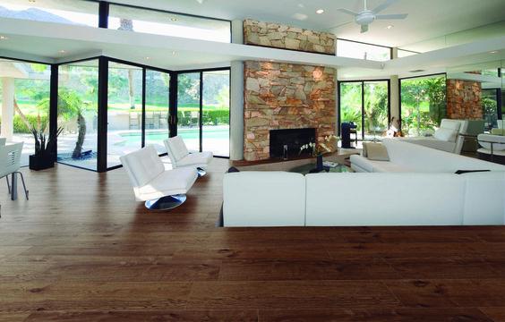 No existe ningún otro material que ofrezca la calidez y comodidad de la madera. ¿Por qué no disfrutar de ella?