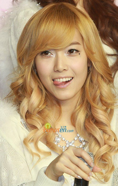 jessica jung the reason i dyed my hair blonde in the first place lol hair ideas pinterest. Black Bedroom Furniture Sets. Home Design Ideas