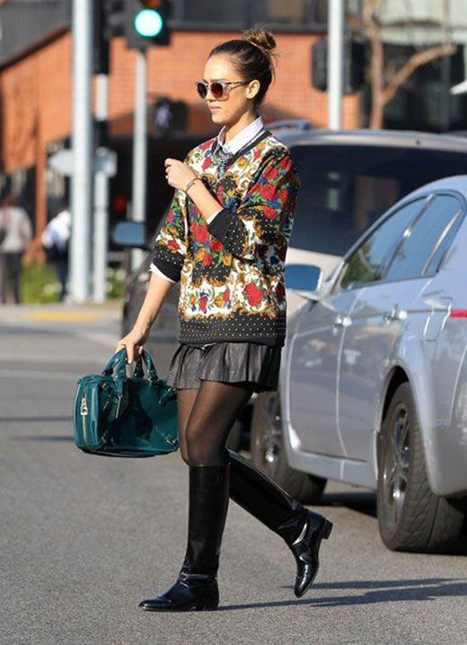 Jessica Alba wearing a Top Shop sweater