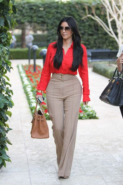 Kim Kardashian (5'2) - High Waisted Pants with v-neck. Perfect for her petite frame.