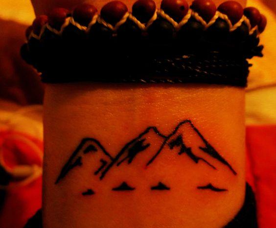 montañas tattoo.