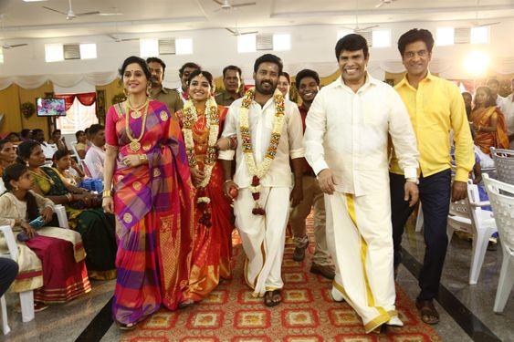 Kalavani Mappillai Movie Stills – Dinesh, Aditi Menon