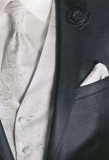 http://www.the-big-gentleman-club.com/kent-shark-weste-jabot-ziertuch-hochzeit-xxl-uebergroesse.html Maßgeschneiderte Schmuckweste zum Hochzeitsanzug in allen Größen bis 12 XL und dazu passendes Jabot und ein Ziertuch