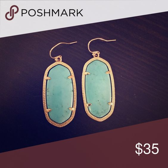 Kendra Scott Elle Earring Turquoise Like new Kendra Scott Elle earrings that are perfect for any occasion, adding a little pop of color to any outfit Kendra Scott Jewelry Earrings