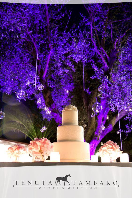 Creare l'atmosfera giusta per farti vivere un emozione unica. Colori e sfumature che fanno parte della vita e dei momenti belli che la contraddistinguono! #tenutatambaro #wedding #love