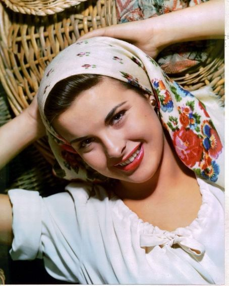 JEAN PETERS 40s ethnic boho floral head scarf peasant blouse white bow color photo: