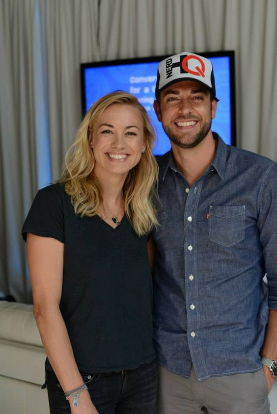 is zachary levi and yvonne strahovski dating in real life