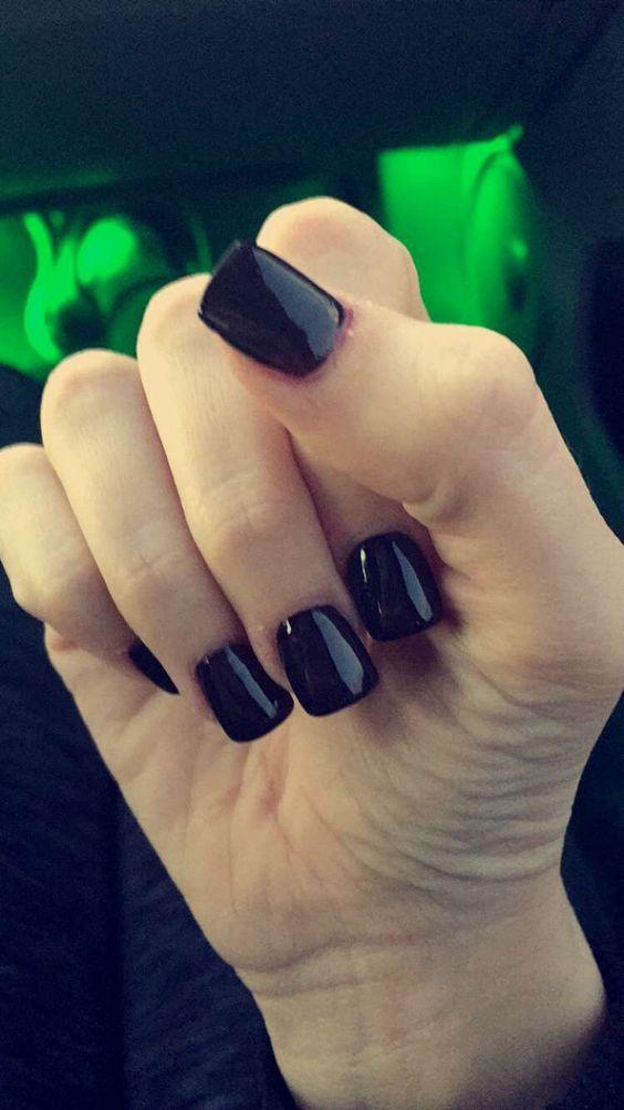 short black acrylic nails