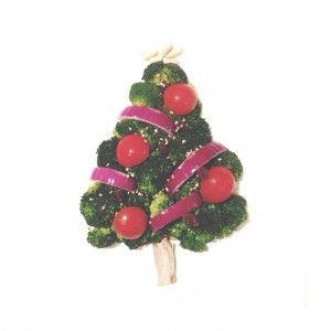 Base de brócoli, guirnaldas de cebolla roja, el tronquito de champiñón, las bolas con tomatitos cherry, otros adornos con pasas, las lucecitas con semillas de sésamo y la estrella con piñones