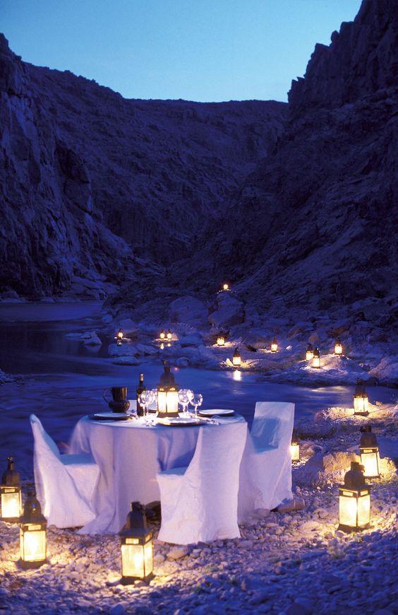 Romantisches Abendessen am Atlas Gebirge, Marokko