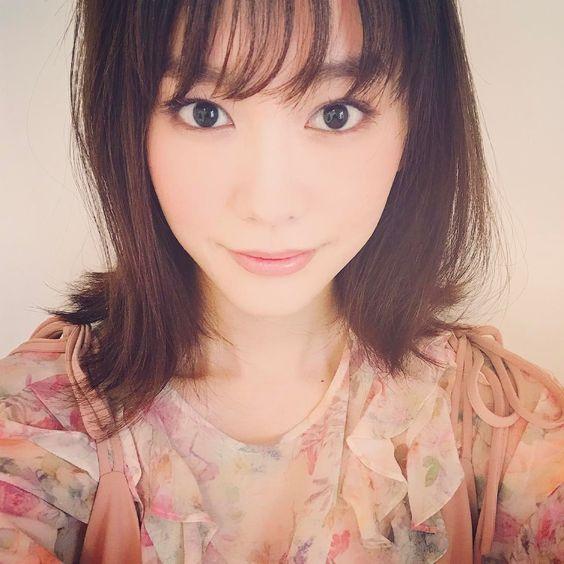 微笑む桐谷美玲