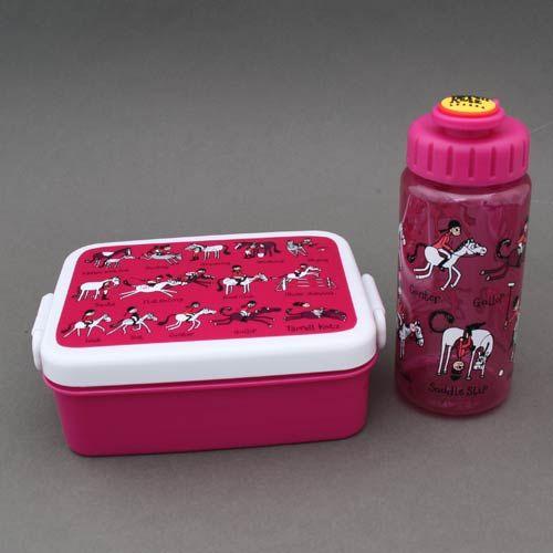 Lot boite à goûter - déjeuner et gourde Cheval sans BPA Tyrrell Katz enfants  Boite à goûter ou déjeuner et gourde sans BPA Cheval Tyrrell Katz. Pour le déjeuner ou le goûter à l'école. - Boite : Dim. : 16 x 12 x 6 cm. Garantie sans BPA. Couvercle hermétique. Compartiment séparé amovible. - Gourde : 17 cm de haut et 6 cm de diamètre…