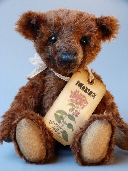 Mischa a 14 inch tall traditional OOAK artist by Bearsonalities