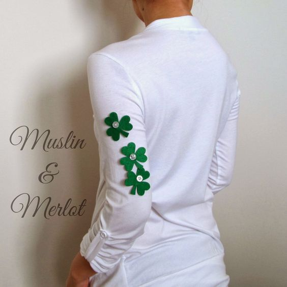 Muslin and Merlot: Show Your Irish Pride with Buttons and Felt! These are removable, and you can put them anywhere.