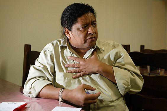 O pai de santo Roberval Uzêda quer Dilma mais humilde