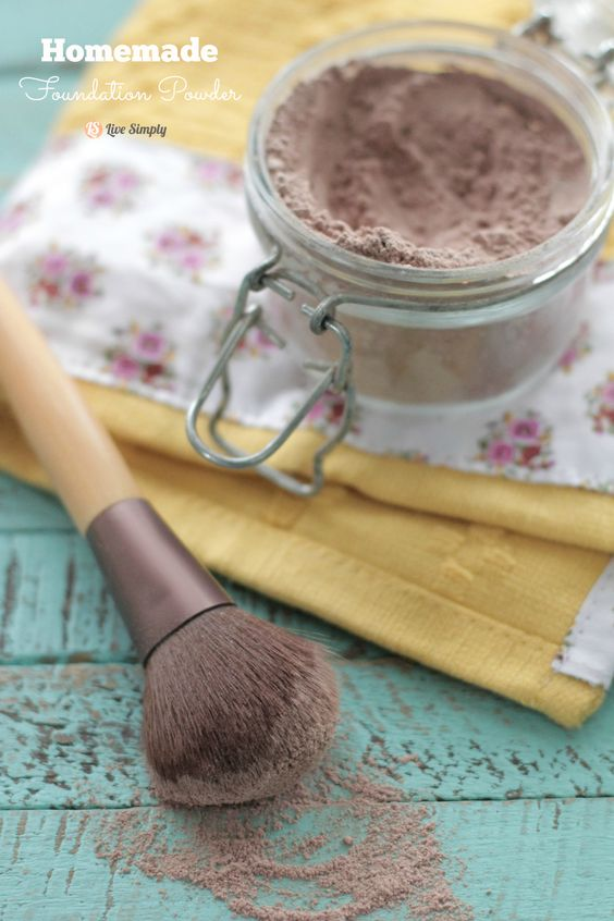 This is so easy to make and feels amazing on your face!! Only a few natural ingredients are required to make this amazing powder. Homemade Foundation Powder | Live Simply