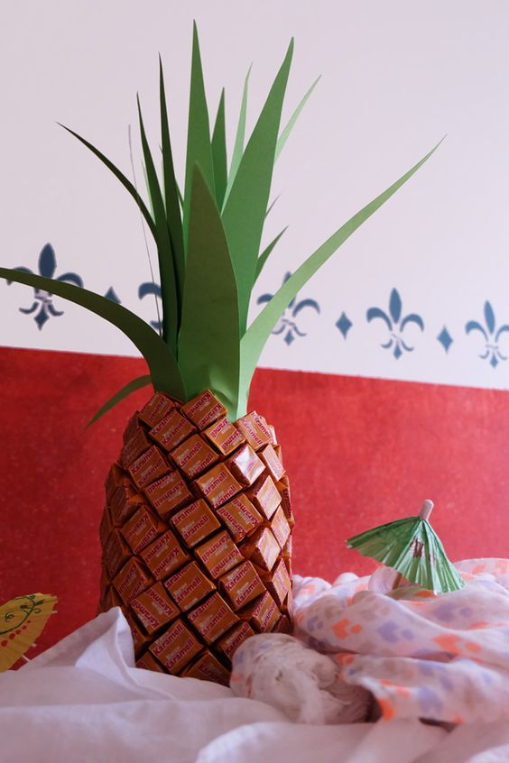 diy geschenk sektflasche im ananaskost m diy. Black Bedroom Furniture Sets. Home Design Ideas