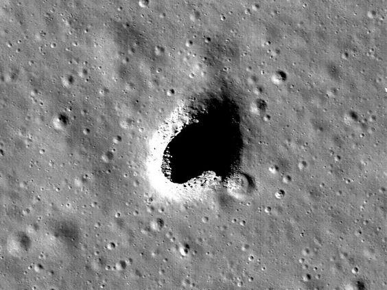 """""""L'incroyable découverte d'une vaste grotte sur la Lune"""""""
