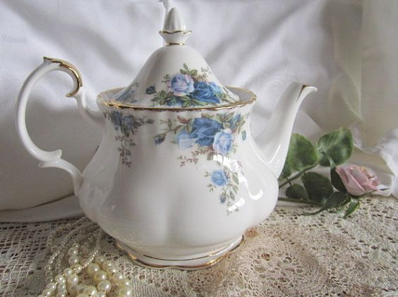 Theme Treasuries Game Week #4 ACTORTEAM Moonlight Rose Teapot Large Size Royal Albert England Tea Pot